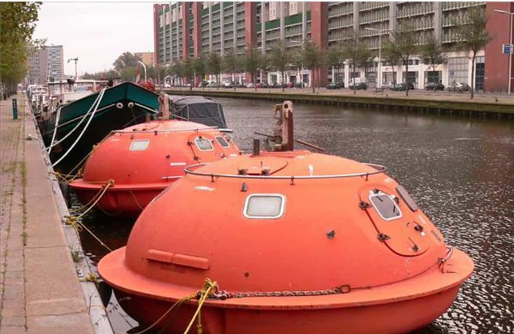 Floating Capsule Hotel! (The Hague, Netherlands) Awesome Ideas