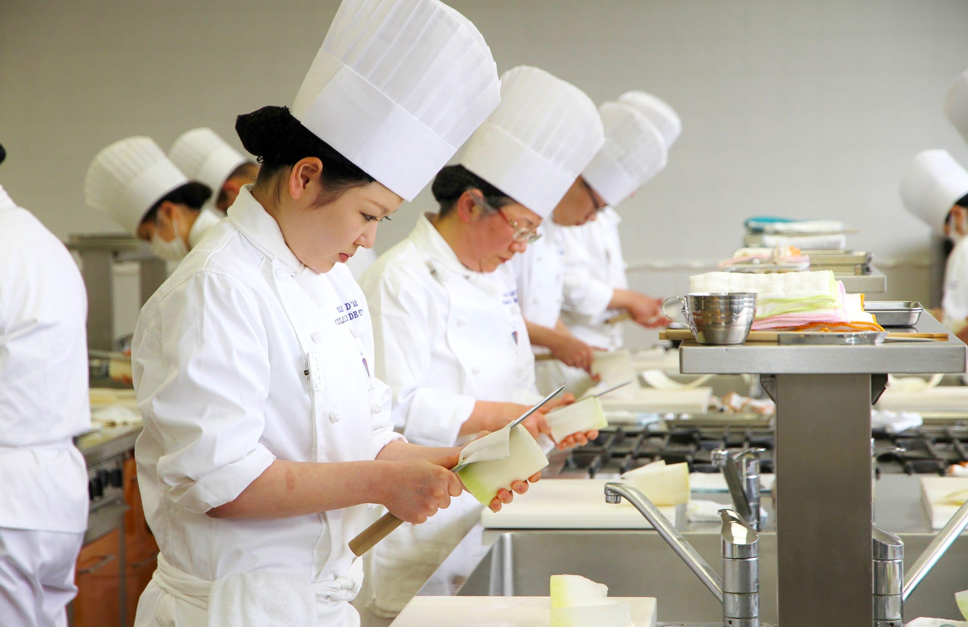 Kỳ thi kỹ năng đặc định ngành ăn uống nhà hàng – nghề chế biến thức ăn