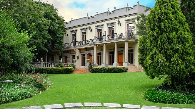 Fairlawns Boutique Hotel & Spa rolling green lawns