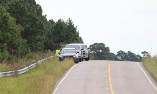 SBI agents search a wooded area on Woods Crossroads Road near I-40 on Sept. 24, 2020. Photo by Thomas Honeycutt