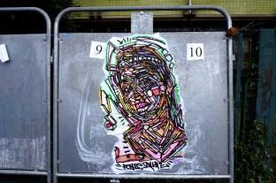 Collage sur panneau électoral, Le Raincy