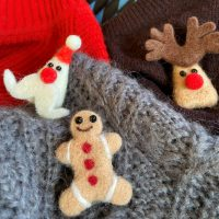 Christmas pins in felted wool for a fun festive season