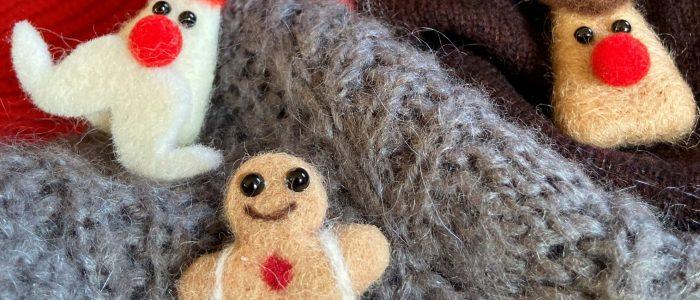 Christmas pins in felted wool for a fun festive season