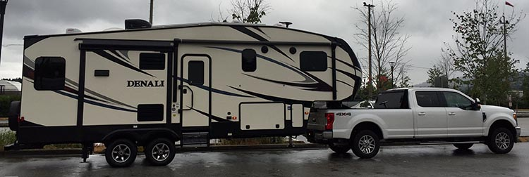 With our long-bed Ford F350 truck and 30-foot fifth-wheel trailer, which together measure 50 feet, we found that most of the sites at the Burnaby Cariboo RV park were hard to get into