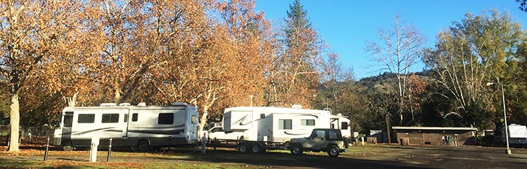 Some of the rigs at Calistoga RV Park, with the washrooms in the background