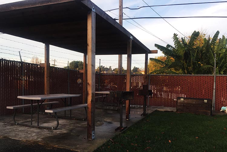 Review and Video of Tradewinds RV Park in Vallejo, near San Francisco. The picnic area at the Tradewinds RV Park