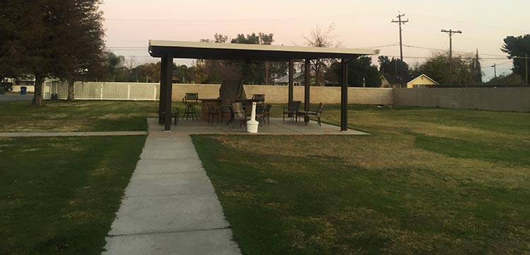 Review of A Country RV Park, Bakersfield, California. The picnic area at A Country RV Park, Bakersfield, California