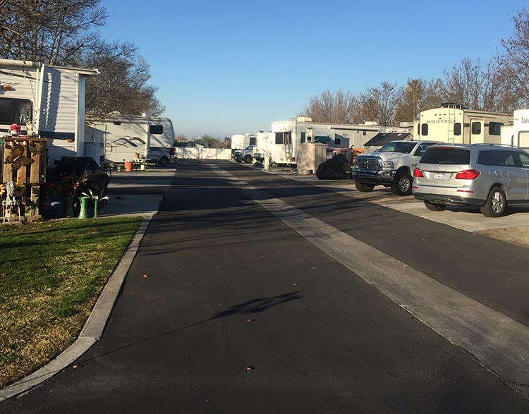 Review of A Country RV Park, Bakersfield, California. The roads at A Country RV Park in Bakersfield, California, are very wide, and it is easy to drive into the wide pull-through sites