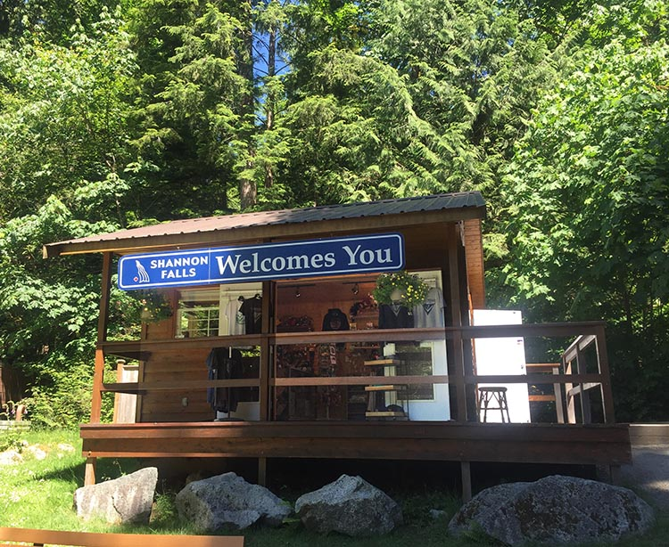 The gift shop at Shannon Falls
