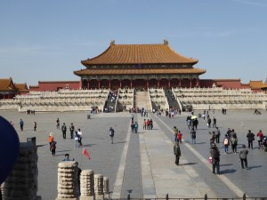 an area between the public square and the buildings where dignitaries stayed if they wanted to speak with the Emperor (and if he granted their request to speak to him) (Forbidden City)