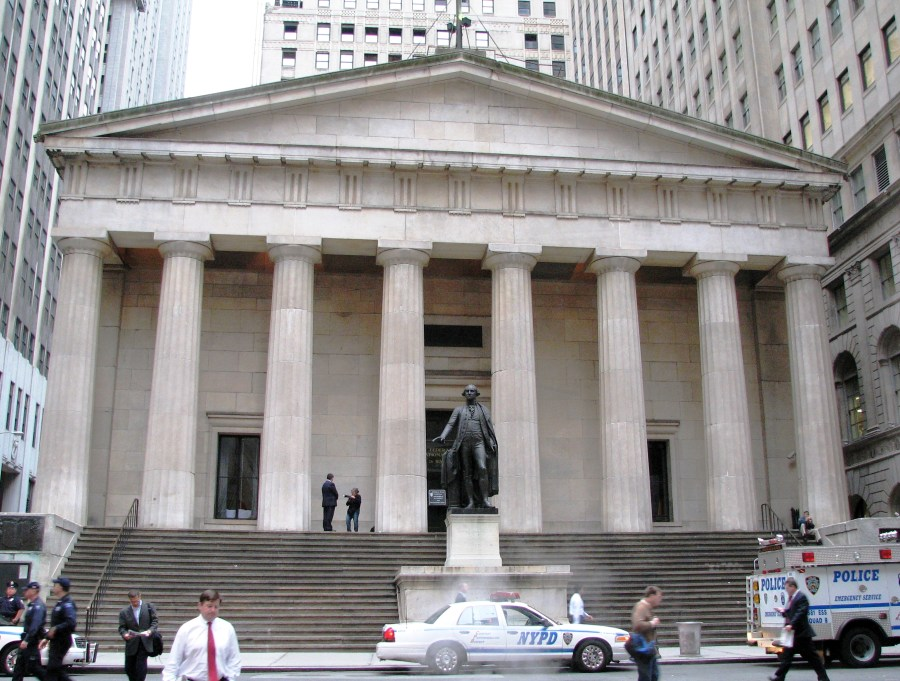 3_Greek Revival_Federal_Hall_front