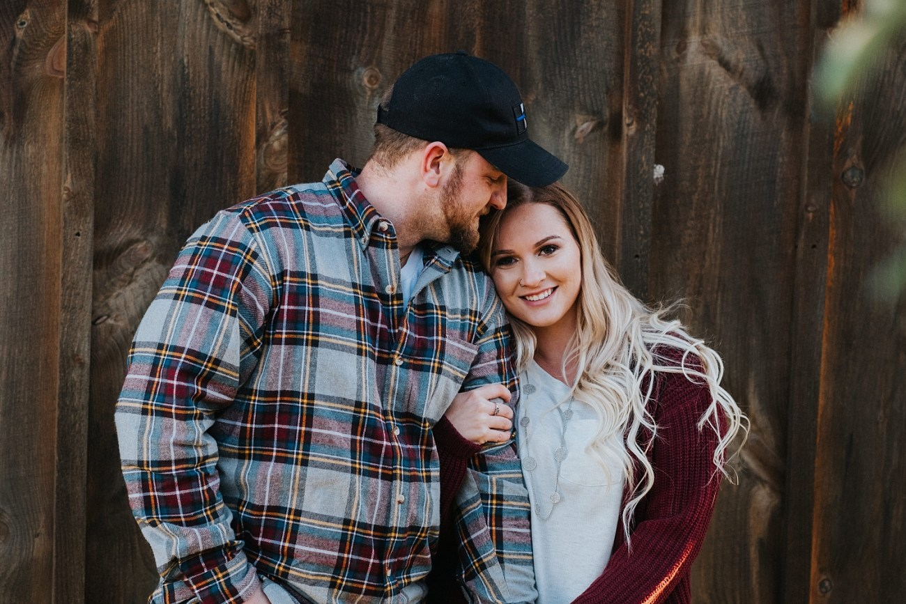 Fall engagement photos outfit inspiration