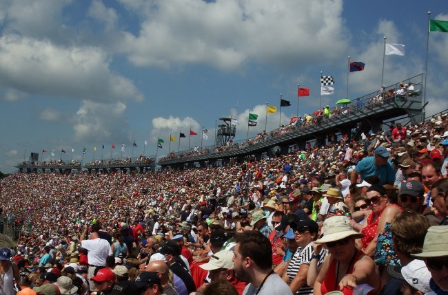 RaceDay Crowds
