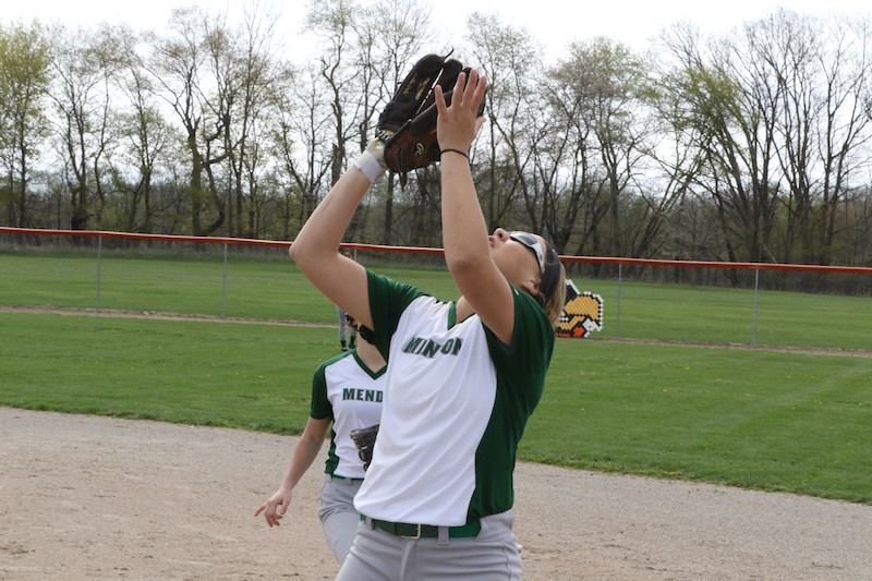 Mendon softball goes 1-1 at Quincy