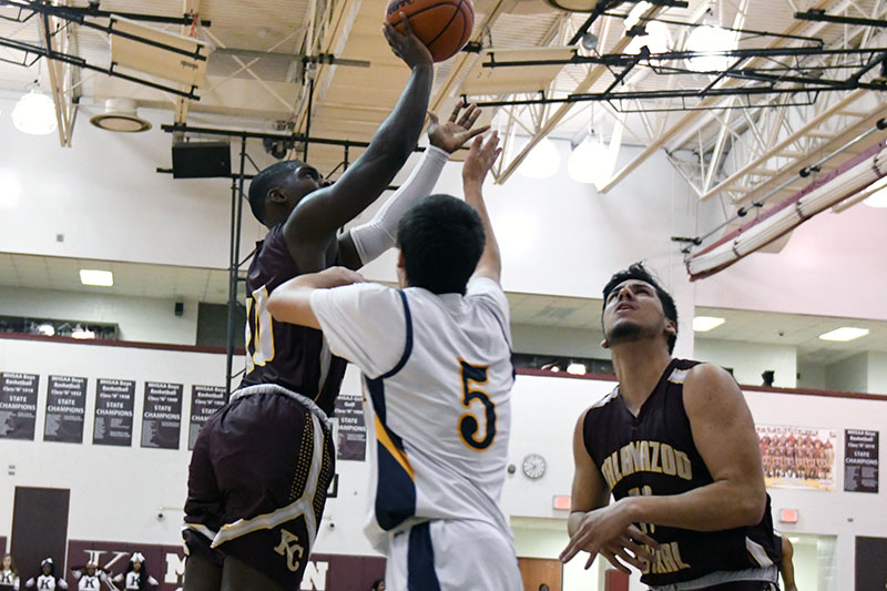KCentral Hoops 0307_13