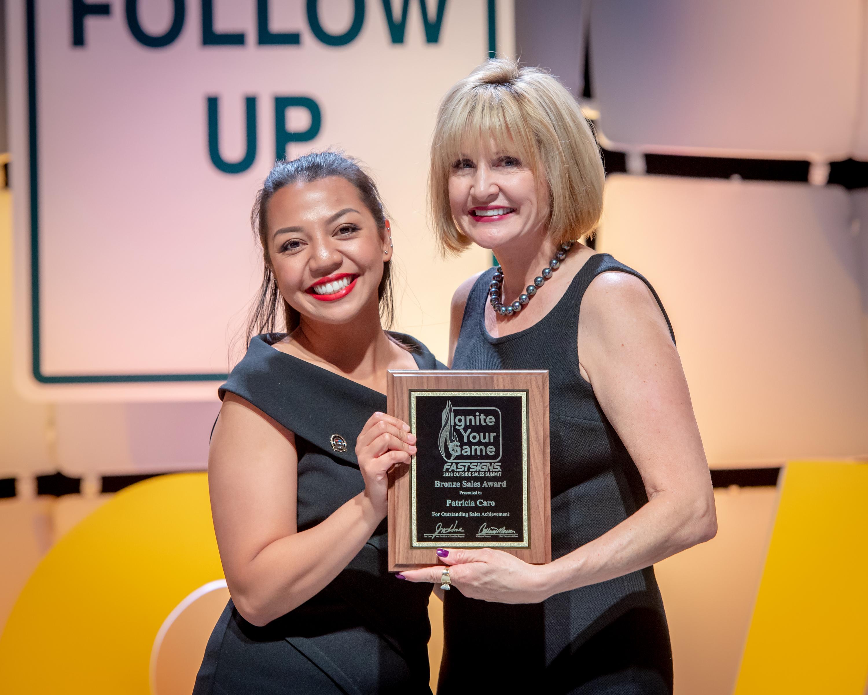 Mira Mesa 's FastSigns Top Performance Award