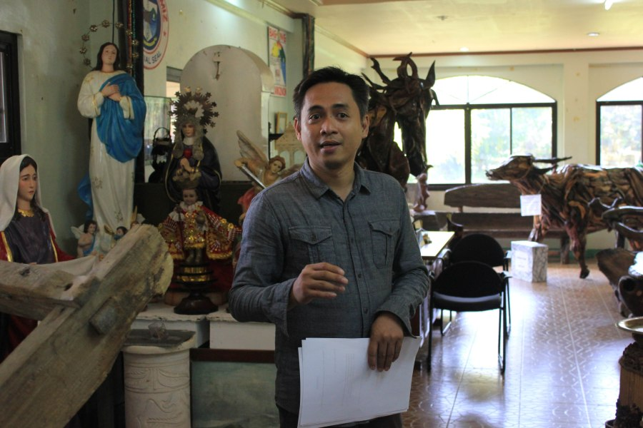 Michael Fuentes, Tourism Staff of Ozamiz City, giving us the city's brief history in the Ozamiz Museum.