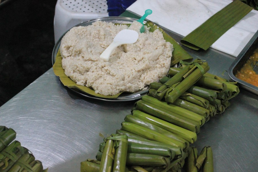 Suman, a popular Filipino delicacy, is rice cake wrapped in banana leaves.