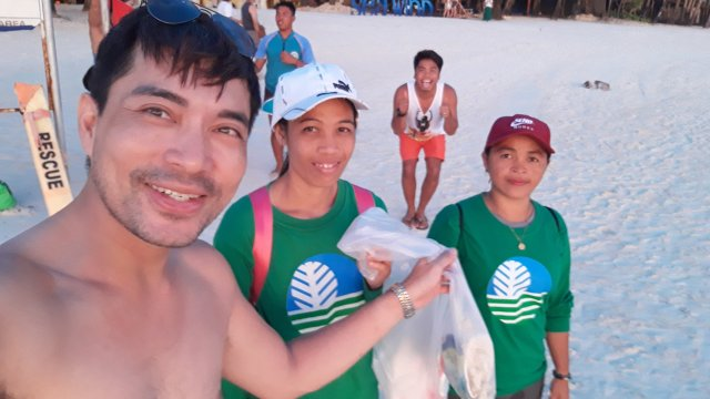 Kudos also to the staff / volunteers of Department of Environment and Natural Resources for regularly collecting trash on the beautiful beach of Boracay.