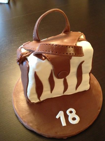 gâteau 3D sac à main en pâte à sucre