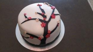 gâteau 3D en pâte à sucre façon cerisier japonais en fleurs