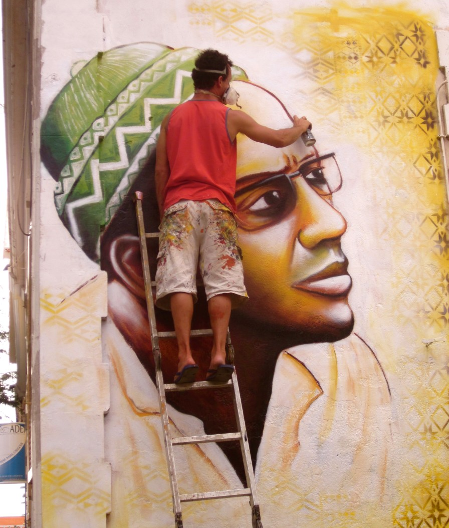 Joel painting a portrait of Amilcar Cabral, Cape Verde's revolutionary hero who helped free the nation from the Portuguese colonizers before being assassinated in 1973.