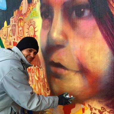 Richard Gomez at work on a portrait