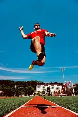 man-jumping-higher-with-sports-performance-coaching
