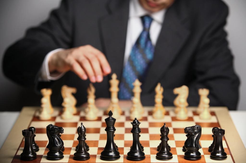 Shalllow focus photo of chess set
