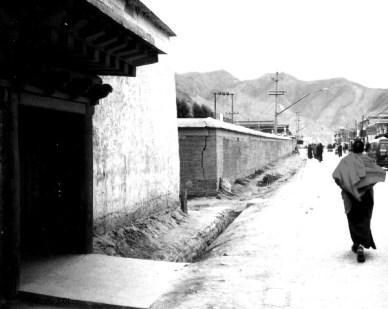 Xiahe, 2001