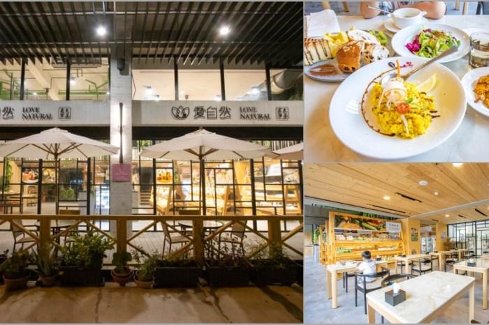 台中烏日,享食慢生活-愛自然農夫市集,不僅有餐飲還有販售麵包與農產品。