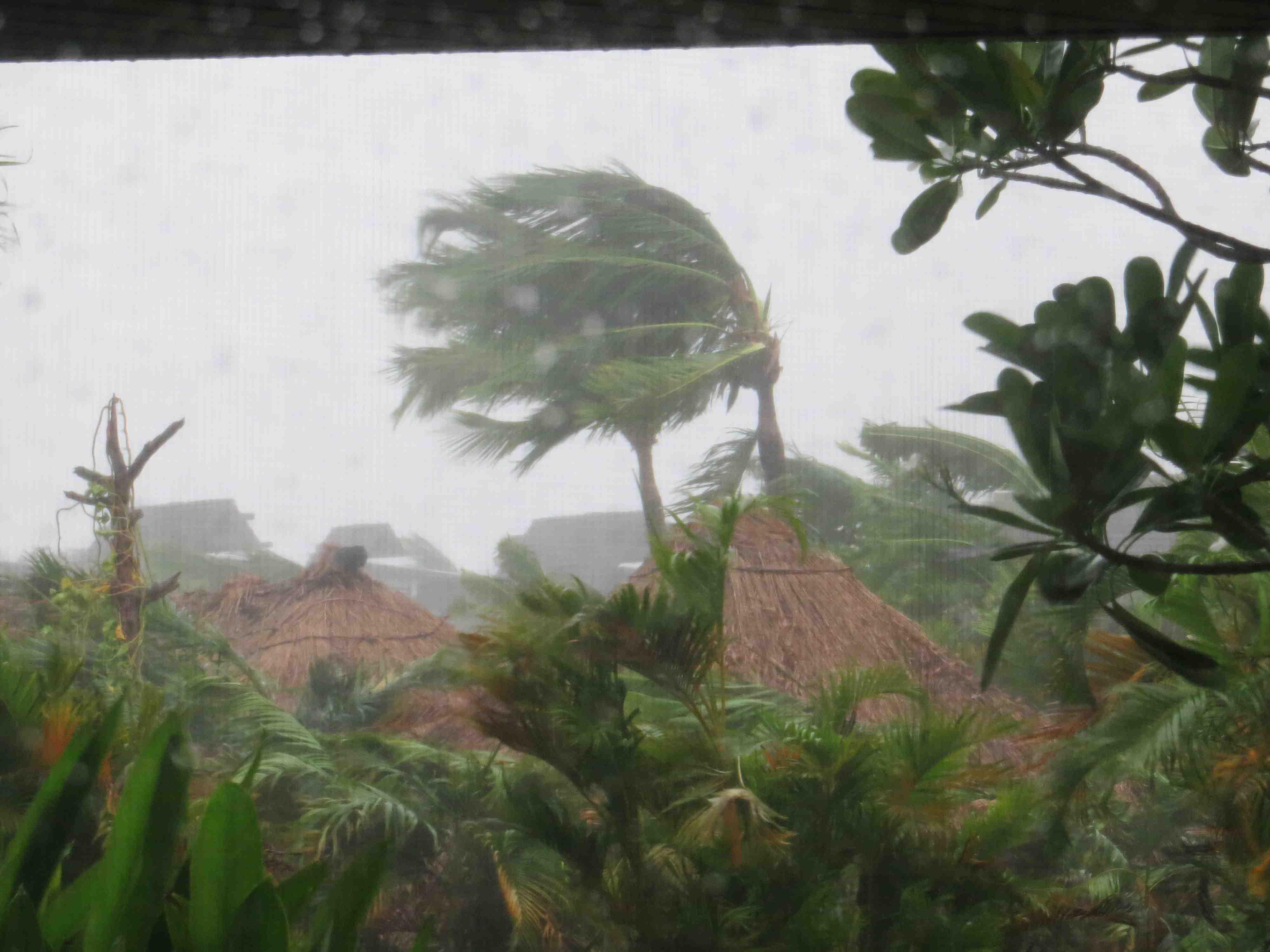 Serious Winds And Rain From Tropical Storm Evan Hitting Fiji Monday 17 Dec 2012