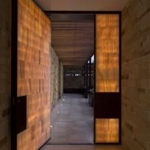 Onyx door