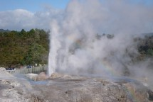 Wandering around Te Puia thermal world. The Pohutu Geyser putting up a show worthy of an international audience.