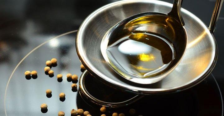 खाना पकाने के तेल के स्मोक पॉइंट का क्या अर्थ है और यह क्यों महत्वपूर्ण है (What is the meaning of smoke point of cooking oil and why it's important?)