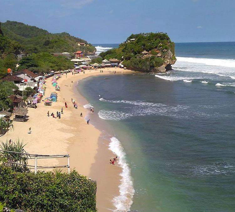 Menikmati Keindahan Pantai Indrayanti (Harga Tiket + Lokasinya)