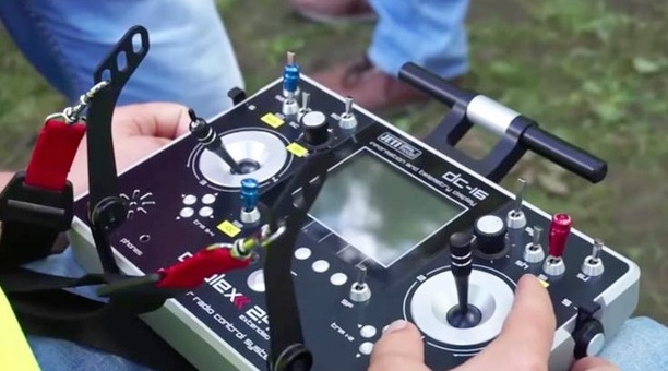 DC-16-racing-drone-RC-controller