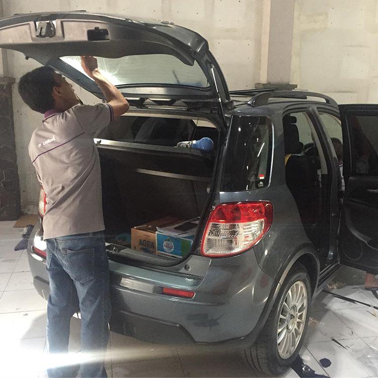 Pemasangan Kaca Film Pada Mobil, sumber ig sandyaudioworks