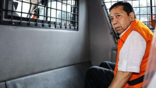 tersangka kasus korupsi ktp elektronik setya novanto berada di mobil tahan kpk seusa 20180124 080308