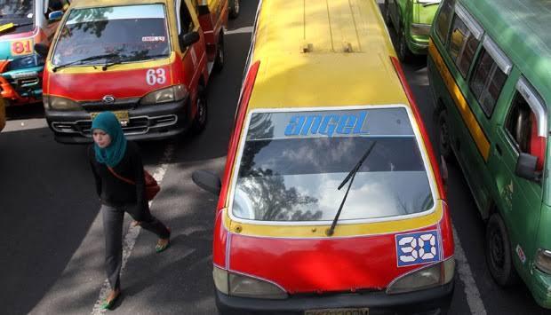 Pengemudi angkutan umum bersertifikasi