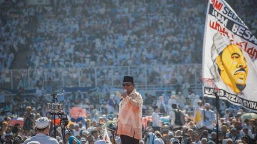 Calon presiden nomor urut 02 Prabowo Subianto berorasi dalam kampanye akbar di Stadion Utama GBK Jakarta Ahad 7 April 2019. TEMPO