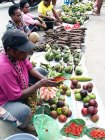 Subuh- para penjual di Pasar Bozwezen mulai ramai menggelar dagangannya
