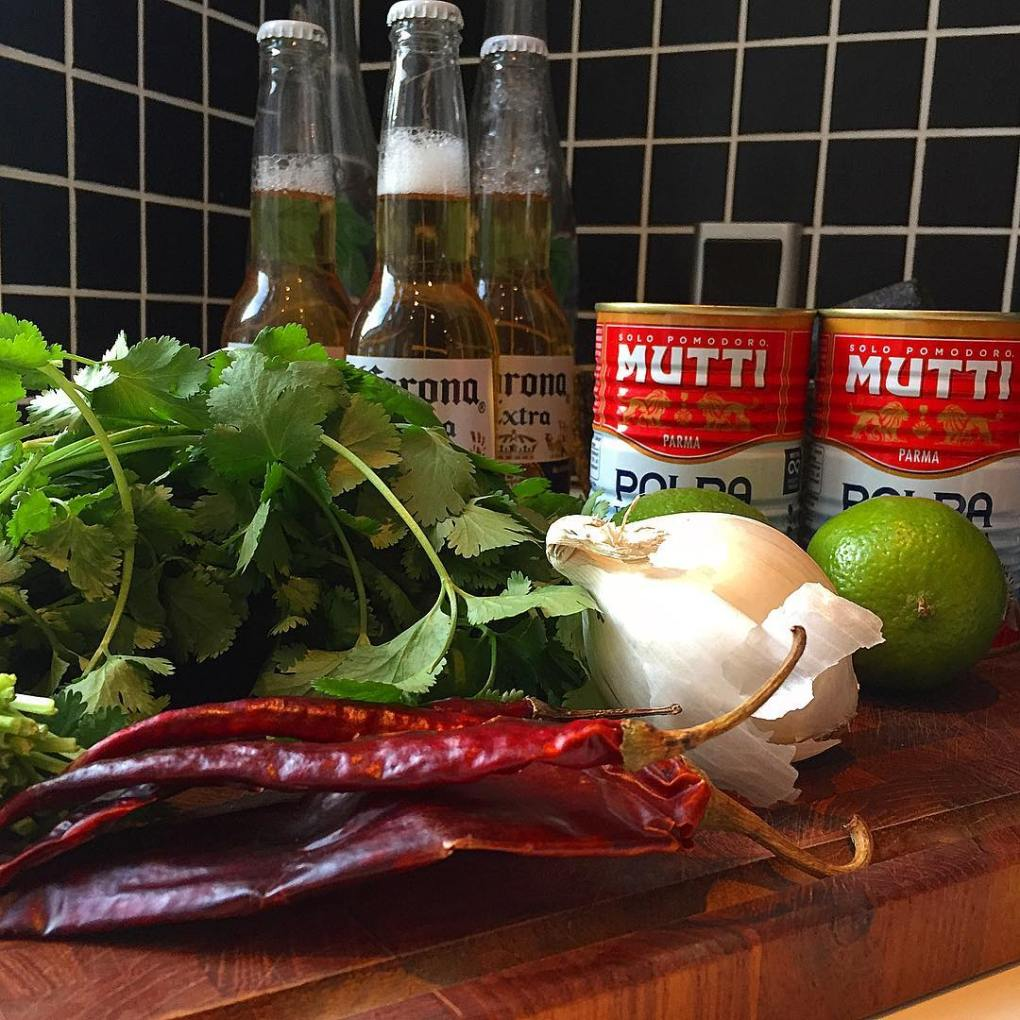 ingredients for salsa roja