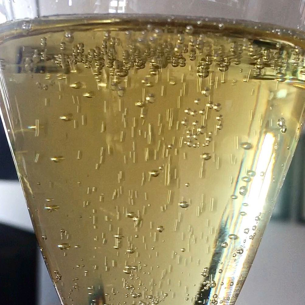 Lively Champagne bubbles