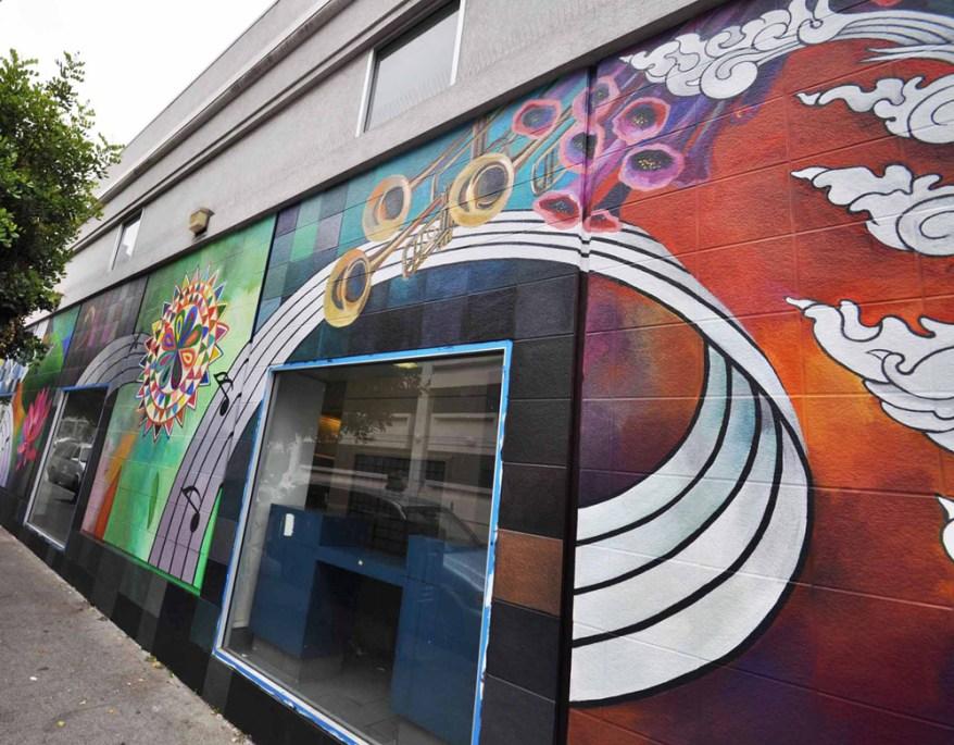 Hummingbird mural trumpets