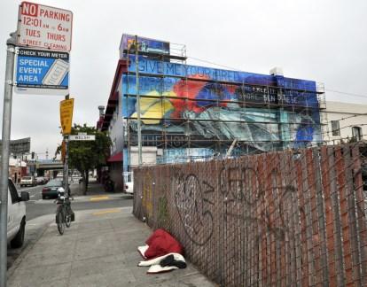 Statue-of-Liberty-mural--street-2