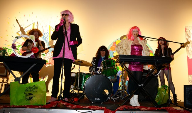 1 WIGbnad-stage-pink-2