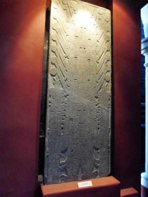 La hermosa estela Raimundi en el museo de antropología en Pueblo Libre.