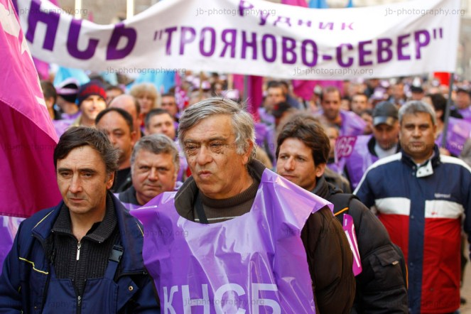 Miners in union colors marching through Sofia