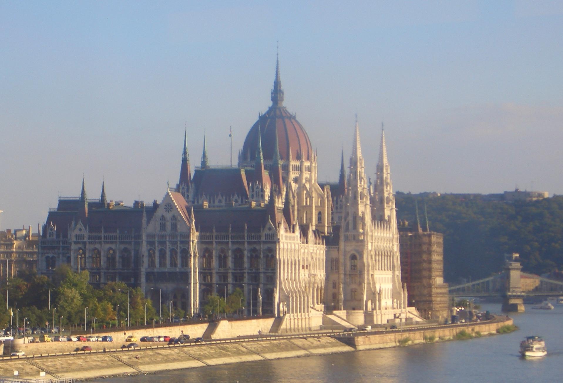 Parlament und Donau